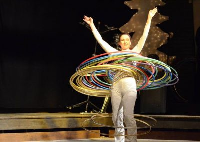 Hola-Hoop-Artistik mit Terisa